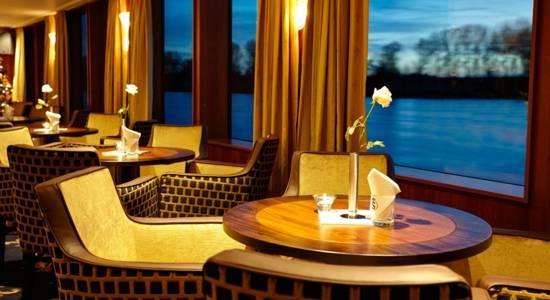 riviera-ms-lord-byron-panorama-lounge-550