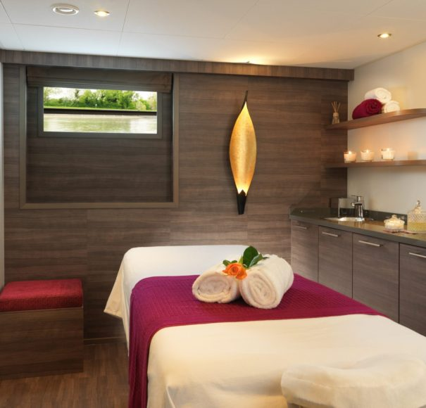 Amadeus Silver III Massage Room
