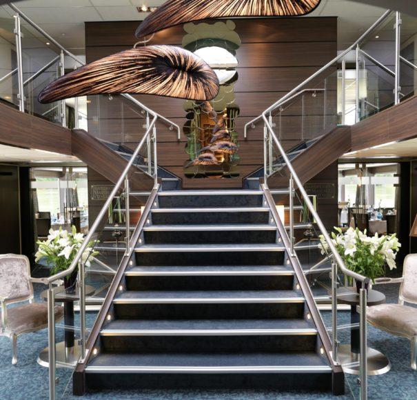 Amadeus Elegant Entrance