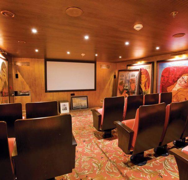 S.S. Antoinette Le Cinema Pigalle