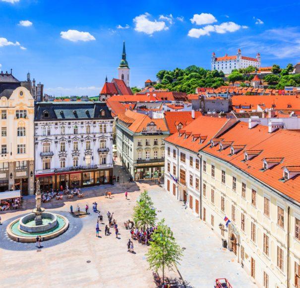 Danube -Bratislava,-Slovakia.-View-of-the-Bratislava-castle,-main-square