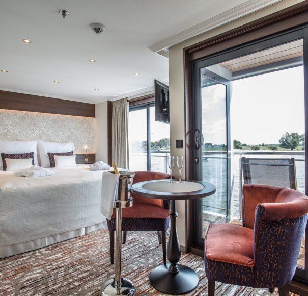 Riviera-Travel-OscarWilde-Deluxe-Suite