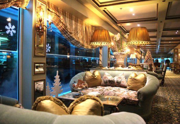 Uniworld SS Antoinette - Lounge - Christmas