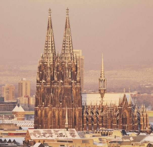 Rhine - Cologne-Cathedral---Kölner-Dom-with-SnowLowRes