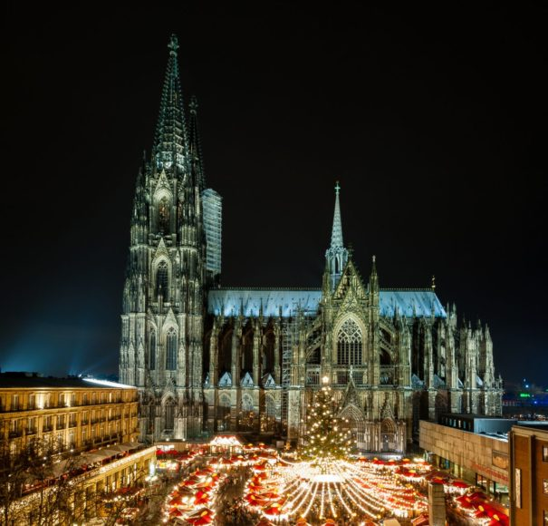 Cologne-Christmas-Market-at-night-with-Cathedral-in-the-Back