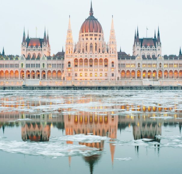Danube-Budapest-at-winter,-ice-drift-LowRes
