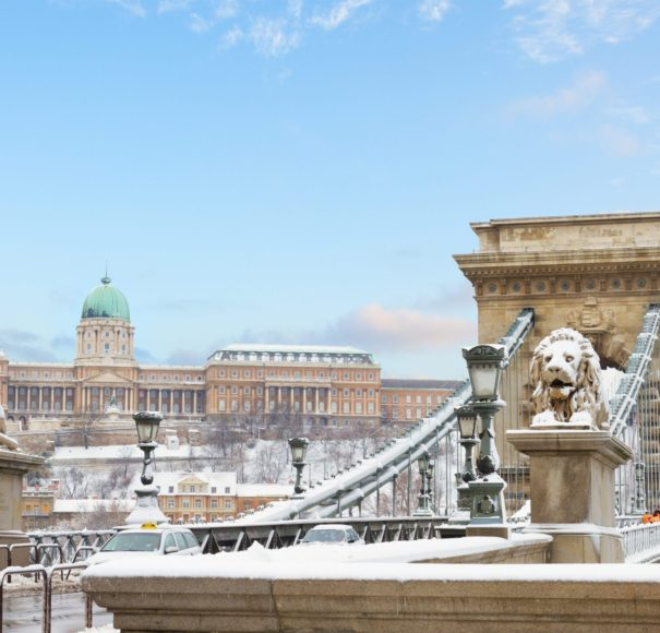 Danube-Chain-Bridge-and-Royal-Palace-in-Budapest-in Winter