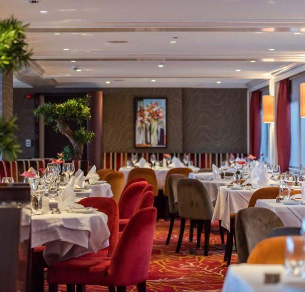 Riviera Travel Charles Dickens - Restaurant Service