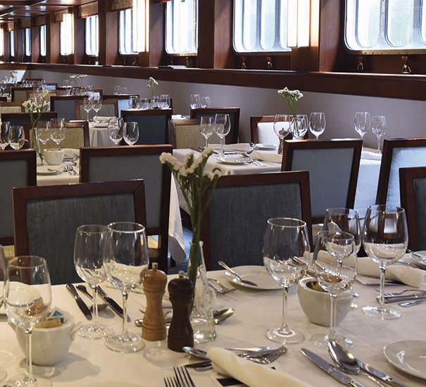 Douro Queen Dining Room