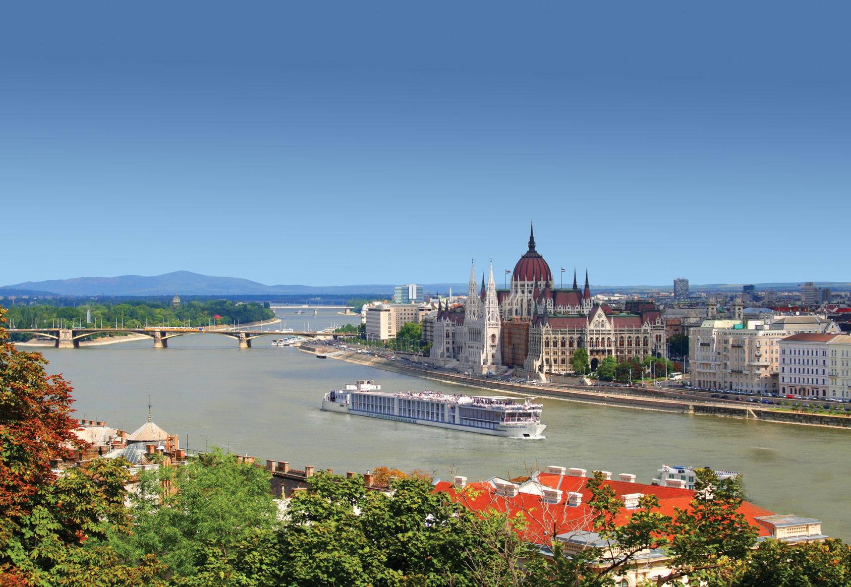 Travelmarvel Jewel_Budapest_2246376_Edit_Sky_f