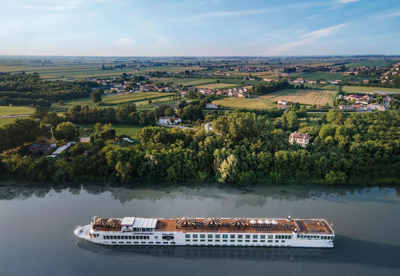 Uniworld - SS La Venezia - Exterior (2)